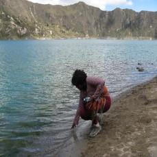 Quilotoa, Ecuador - Dipping in the sulphur water (Traveltinerary)