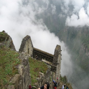 Waiyna Picchu - Climbing up the mountain (Traveltinerary)
